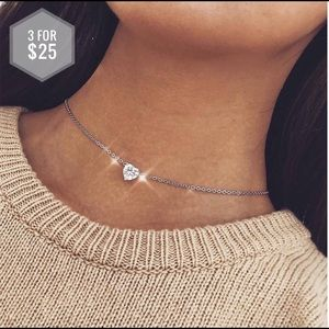 Jewelry - 🌼3 for $25🌼 Silver sparkly heart necklace